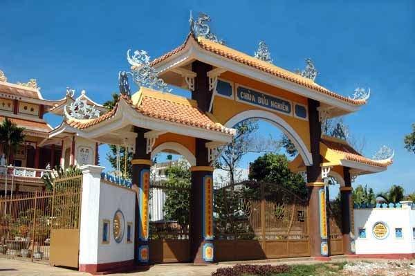 Cổng chùa Bửu Nghiêm Gia Lai