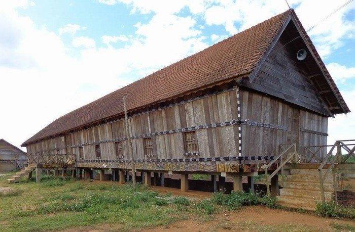 Kiến trúc nhà dài đặc trưng của người Bana