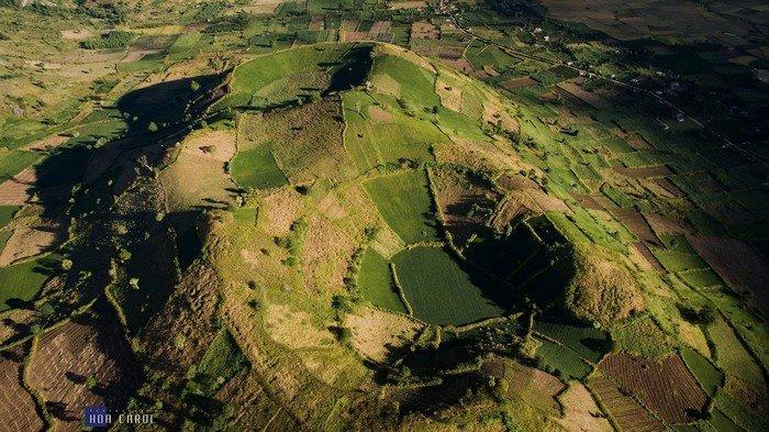 Toàn cảnh miệng núi lửa Chư Đăng Ya nhìn từ flycam