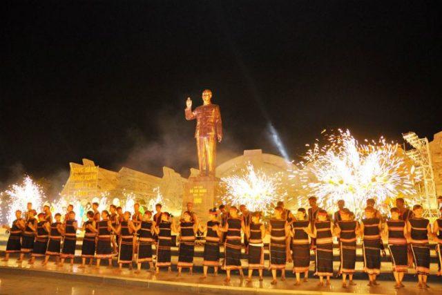 Quảng trường Lớn là nơi diễn ra nhiều lễ hội truyền thống, nhất là lễ hội đón giao thừa mừng xuân (Ảnh sưu tầm)