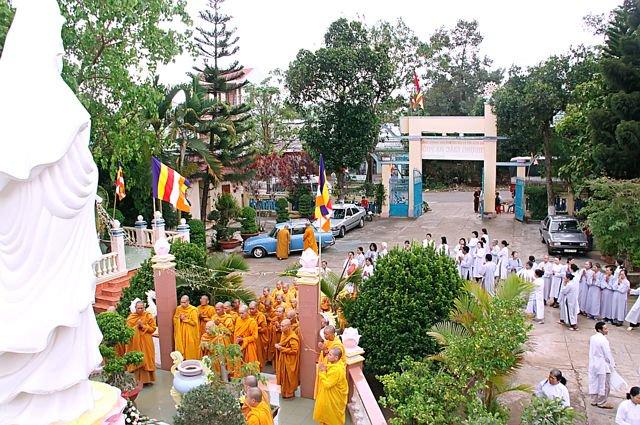 Quang cảnh sân tịnh xá Ngọc Phúc Gia Lai