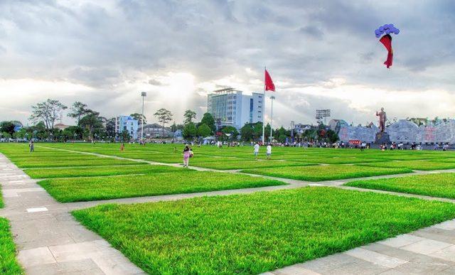 Con đường đi bộ với 205 ô cỏ xanh ngút ngàn (Ảnh sưu tầm)