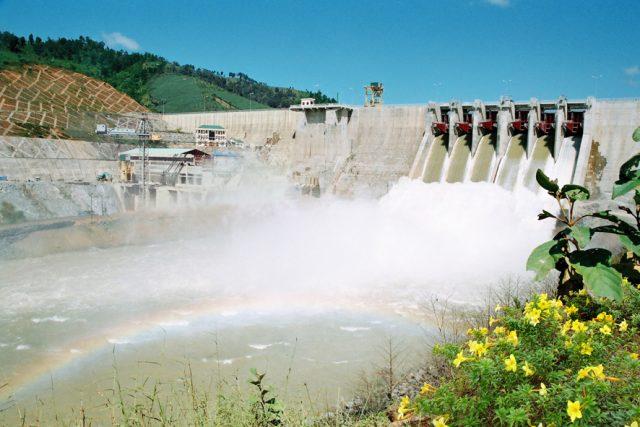 Vẻ đẹp mơ mộng bên nhà máy thủy điện Ialy. (Ảnh ST)