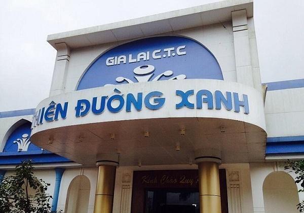 Cửa chính của Homestay Thiên Đường Xanh