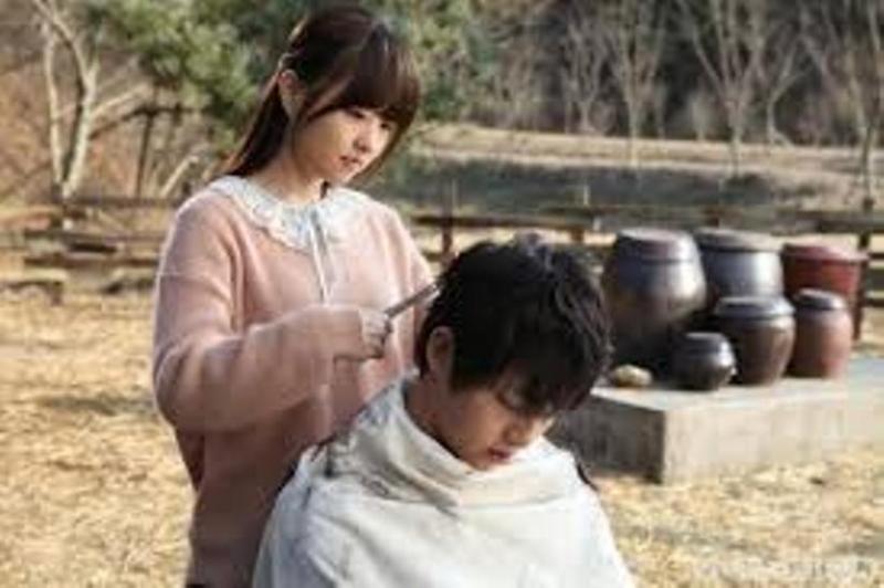 Chuyện tình trong sáng giữa cậu bé người sói và cô bé Su Ni