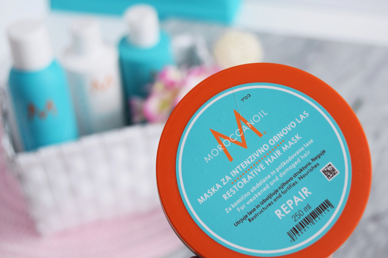 Sản phẩm Moroccanoil Restorative Hair Mask thích hợp cho những bạn có mái tóc bị hư tổn, khô xơ, cháy nắng, dễ gãy rụng.
