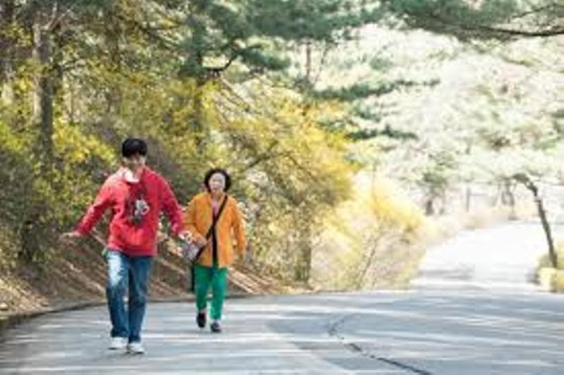 Ngay cả khi mẹ mất, In Gyu vẫn luôn mỉm cười để giữ lời hứa với mẹ