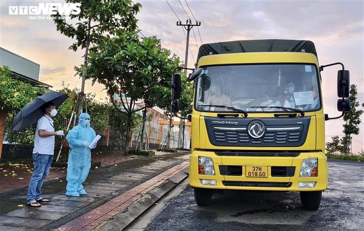 Gia Lai: Xử phạt xe sử dụng mã QR 'luồng xanh' giả chở người về từ vùng dịch